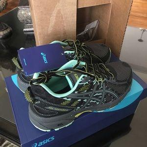 ASICS women's Gel-venture Running shoes size 6 med